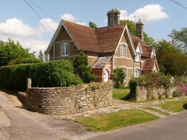 Stalbridge Weston: attractive cottages