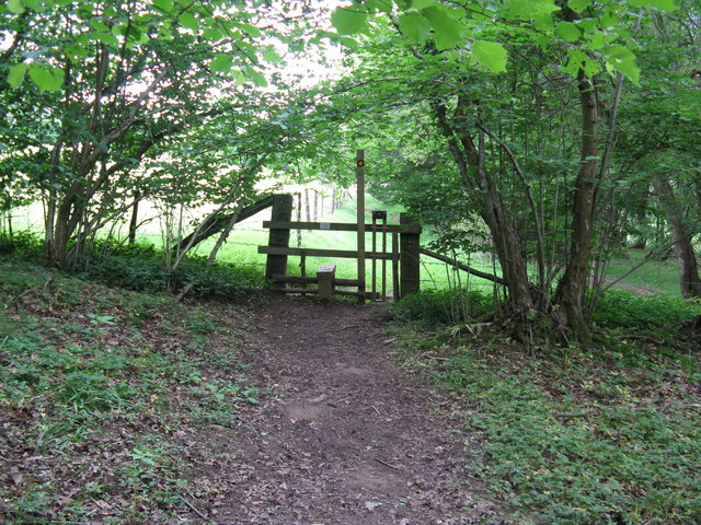 Stile at the edge of Highbeech Plantation
