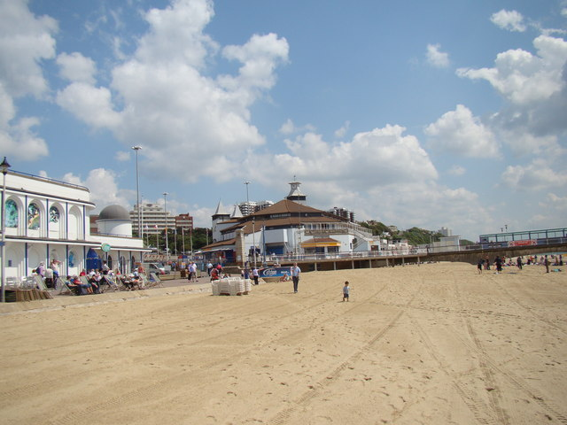 View of the Oceanarium, Watersreach Restaurant and Bar, flats on the clifftop and seafront shops