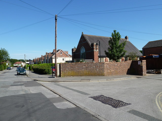 Looking along Stakes Road towards Purbrook Methodist Church