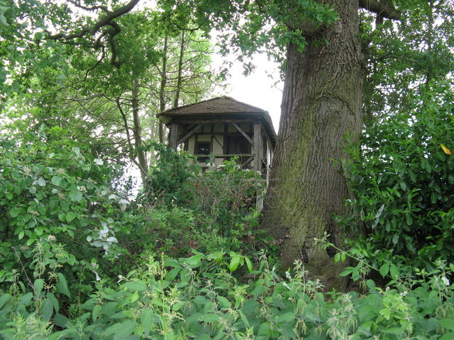 Disused summerhouse at Old Pickhurst