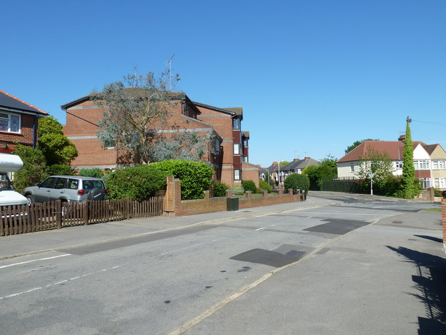 Approaching the junction of  Stakes Road and Aldersmoor Road