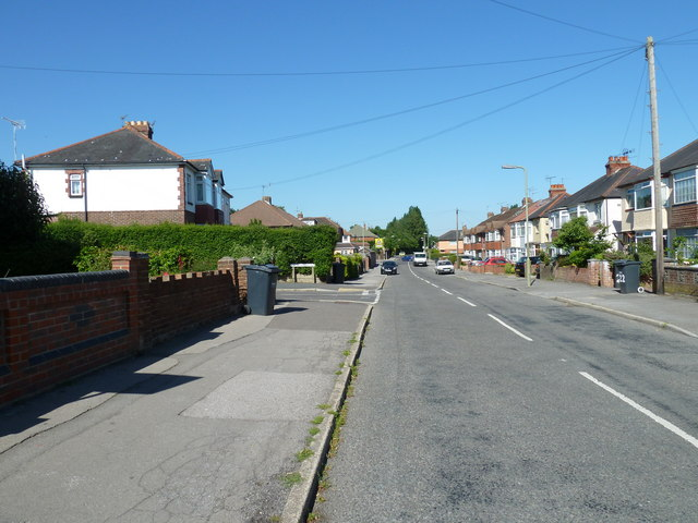 Approaching the junction of  Aldermoor Road and Alsford Road