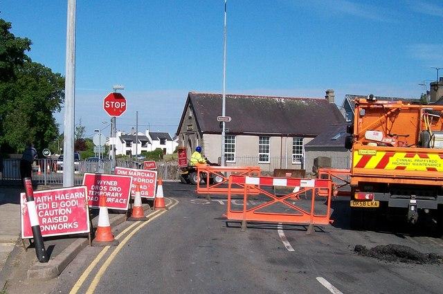 Resurfacing the road through Y Ffor