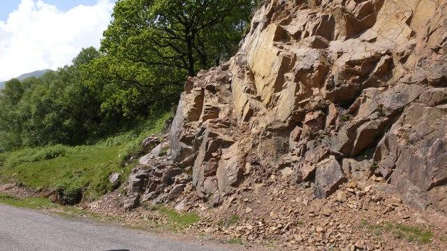 Red rocks on the roadside at Rubha Dearg, Loch Linnhe