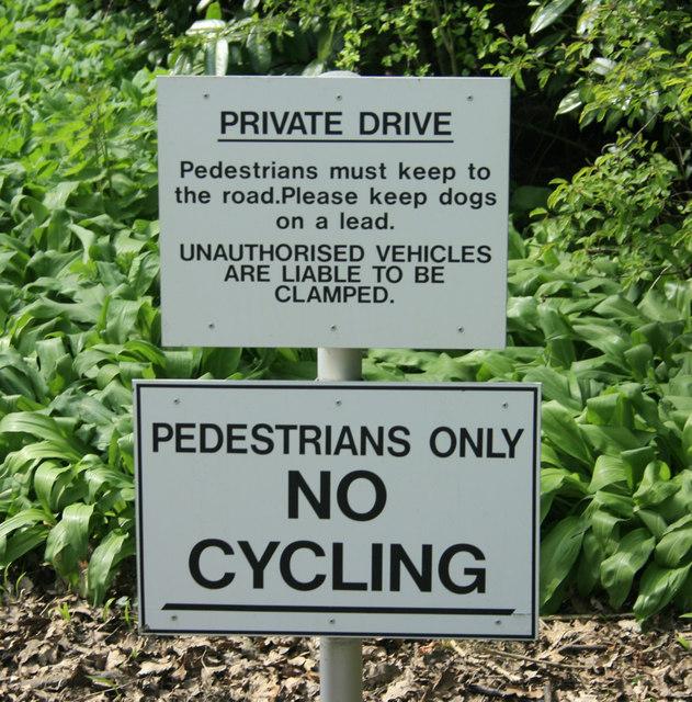 2010 : Sign at entrance to Bowood Park