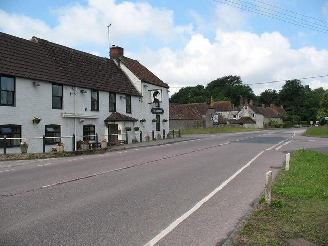 George Inn and crossroads, Longbridge Deverill