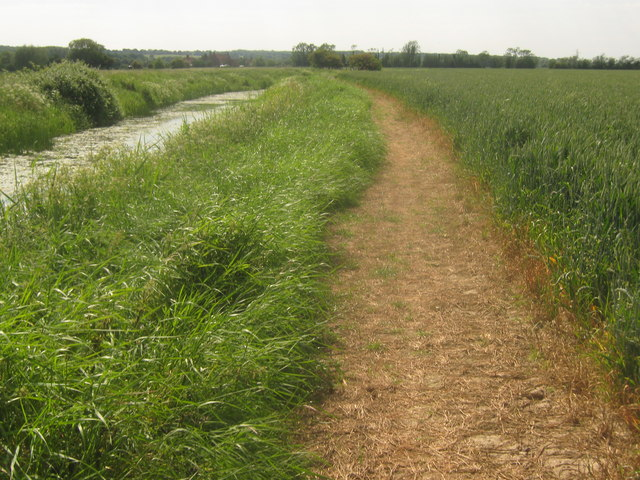 Saxon Shore Way beside the Reading Sewer