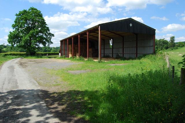 Steel clear span barn at Rhyd-y-fen
