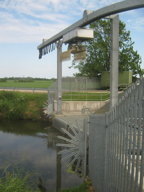 Claw on the Redhill Bridge Pumping Station