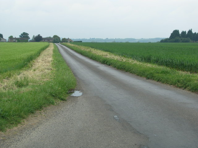 Unfenced road near Little Milton