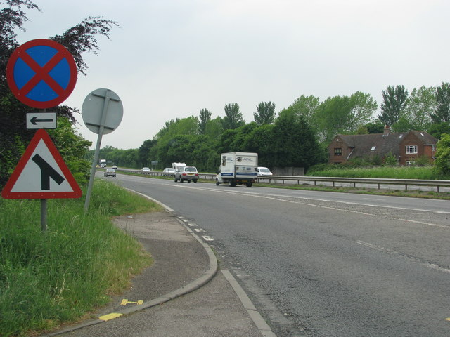Slip-road from Wheatley joins the A40