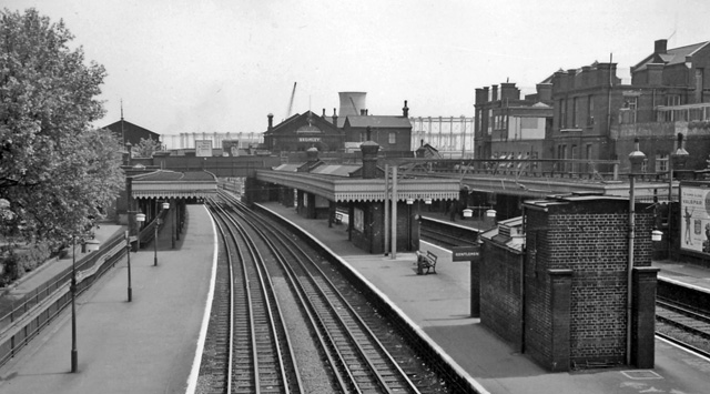 Bromley (by-Bow) Station