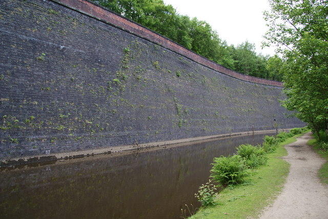 A retaining wall by the Rochdale Canal