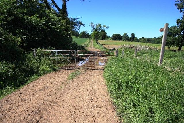 Gated track to Upleatham