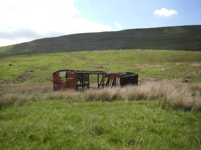 Ruined sheds near Ellerbeck