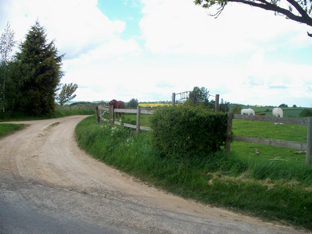 Driveway to Middle Ditchford Farm