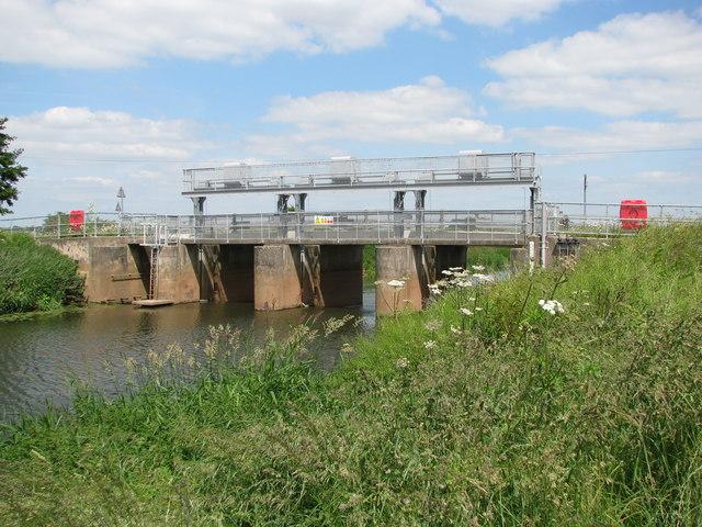 The sluices on the River Tone at the 'New Bridge'
