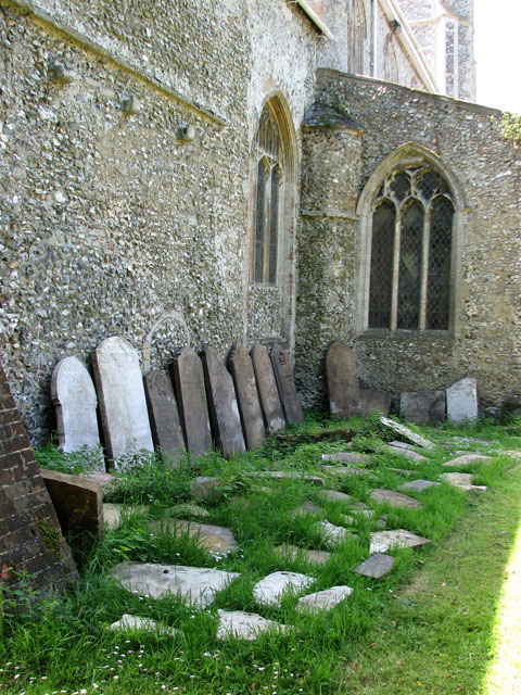 St Mary's church in Great Massingham - churchyard