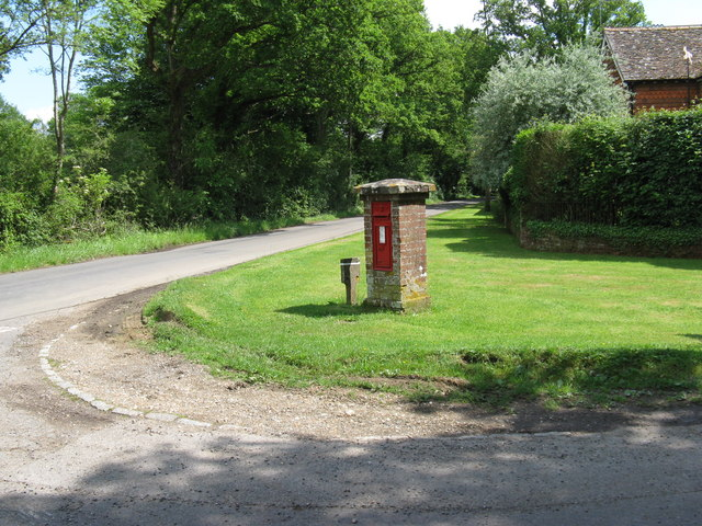 Edwardian postbox at the junction of Hurlands Lane and Knightons lane
