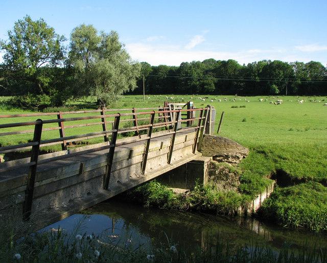 Barrowden: footbridge over the Welland