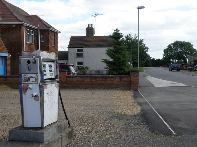 Fuel pump (disused) Benwick