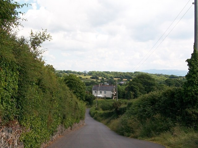 The descent  down Lon Nant-Stigall Lane towards Abererch
