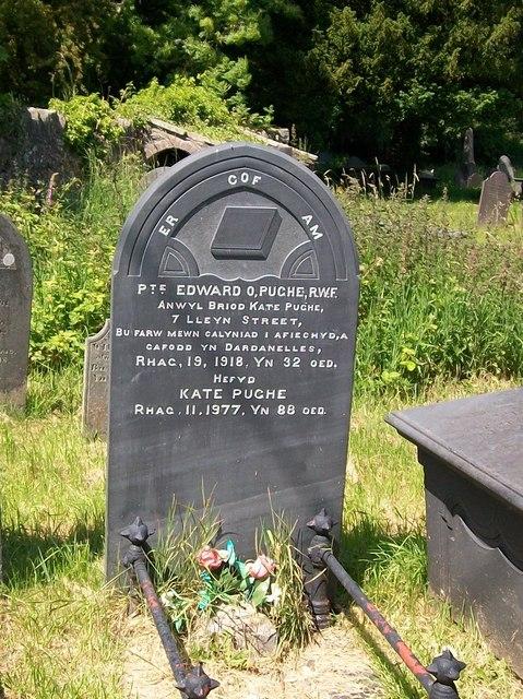 The grave of Edward O Pughe, 6th Batt R.W.F.