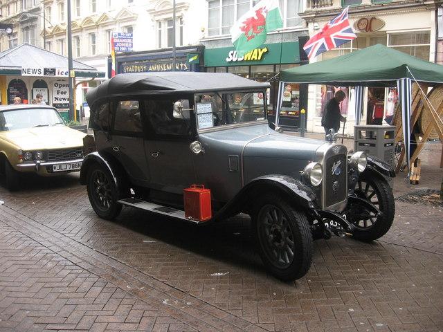 Vintage Car in High Street
