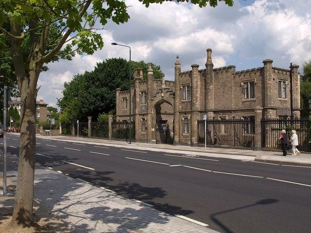 Gatehouse, Hickey's Almshouses