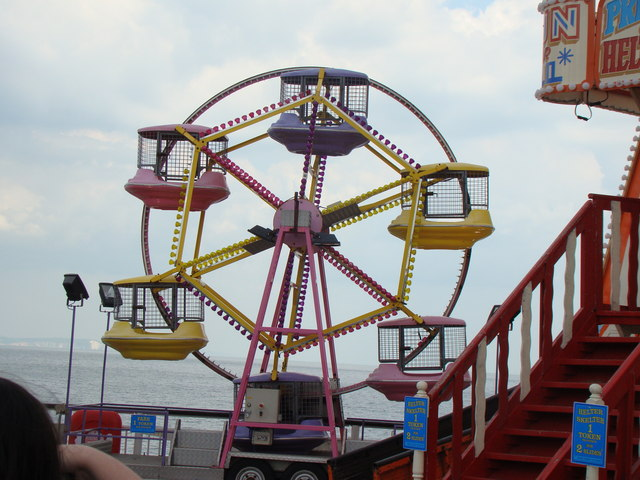 Mini Ferris wheel on the end of the pier