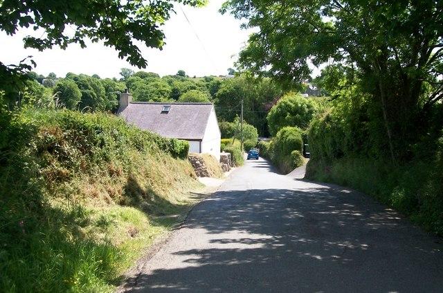 The descent to Pont Ddwyryd past Pendalar cottage