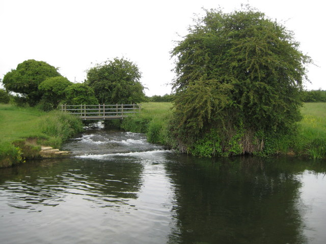 River Hiz weir and weirpool at Arlesey