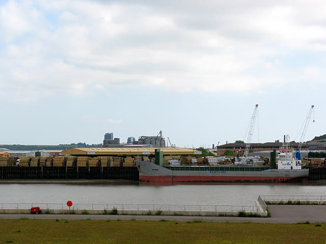 Timber ship unloading on the Medway