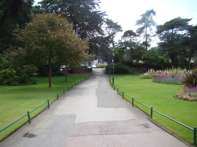 Main path leading onto Exeter Crescent