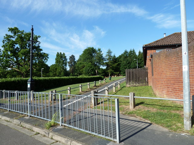 Path from Tesco Express to Springwood Community Centre
