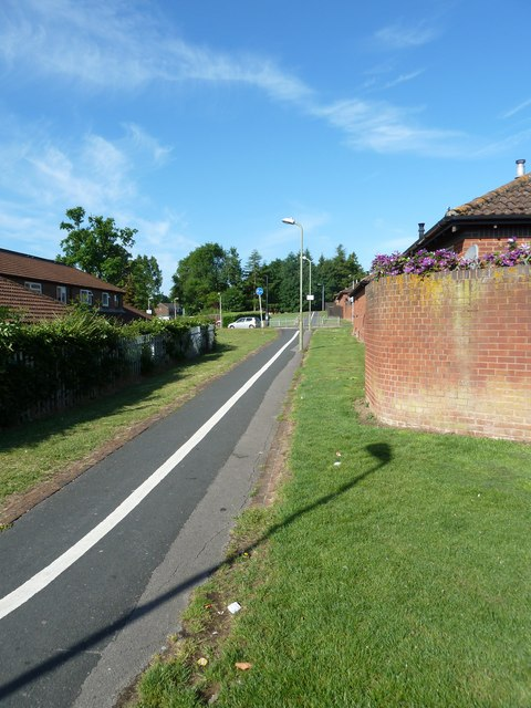 Cyclepath from Springwood Community Centre heading towards Lavender Road
