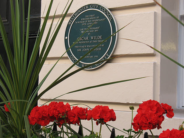 Plaque to Oscar Wilde in Suffolk Street