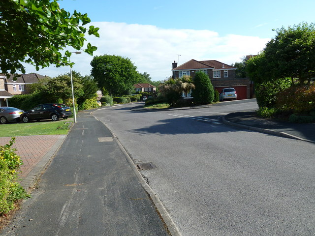 Approaching the junction of  Heather Road and Mallow Close