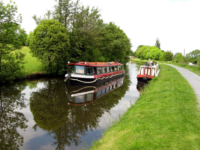 Leeds & Liverpool Canal:  Trip boat