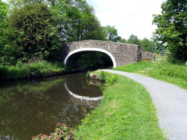 Leeds & Liverpool Canal:  Daubers Bridge 147