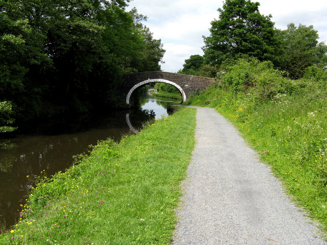 Leeds & Liverpool Canal:  Hollinhurst Bridge 148