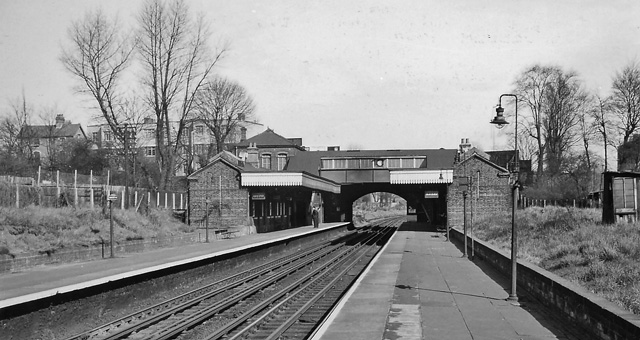 Brondesbury Park Station