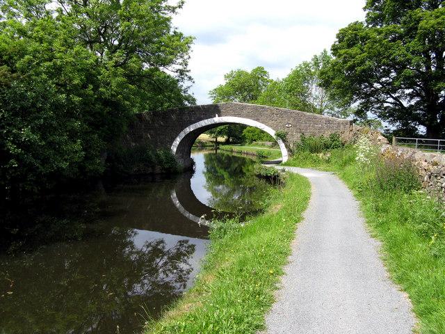 Leeds & Liverpool Canal:  Hatters Bridge 150