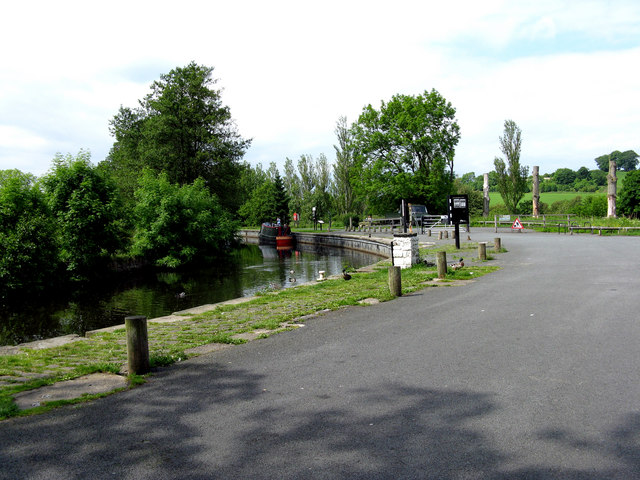 Leeds & Liverpool Canal:  Moorings at Salterforth