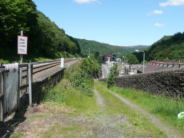 Ramp up to a level crossing, Eastwood, Todmorden