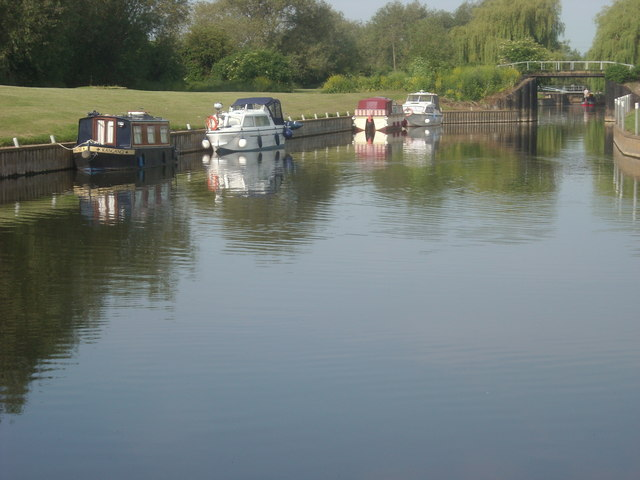 Boats at the Fish and Anchor Locks on the River Avon