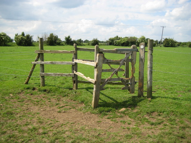 Ickleford: Kissing gate in Lower Green