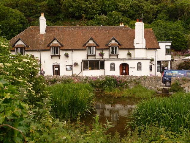 West Lulworth: the Beach House and pond
