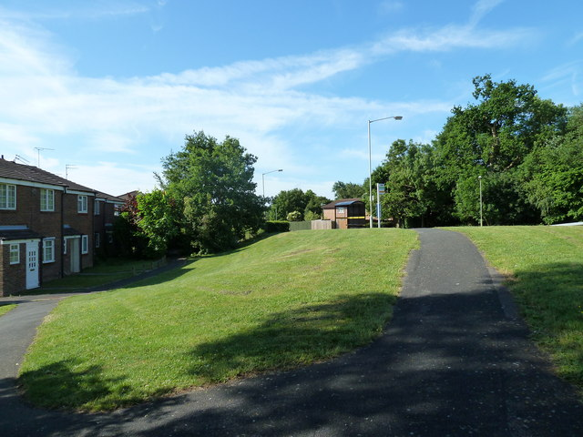 Path joining Holly Drive to Frendstaple Road